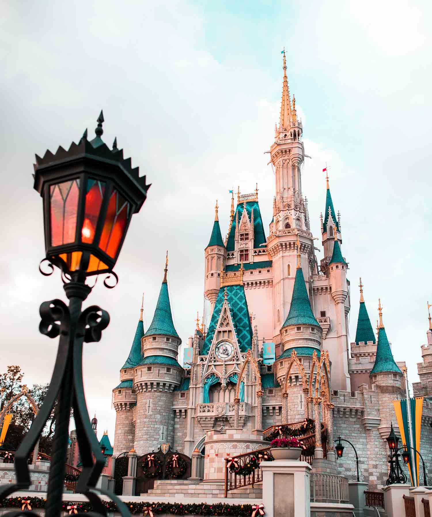 Disney-World-or-DisneyLand