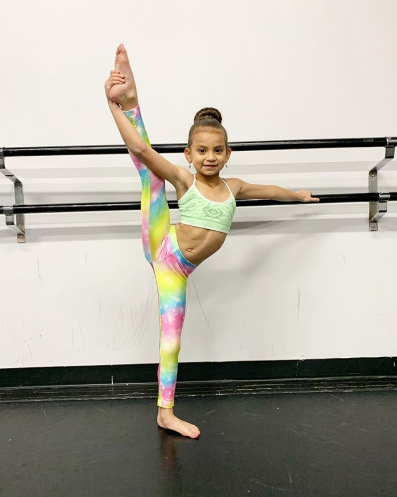 Enroll-your-Daughter-in-Dance-Classes