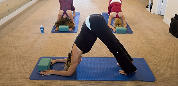 Using yoga to help improve joint pain, yoga, joint pain, knee pain, arthritis