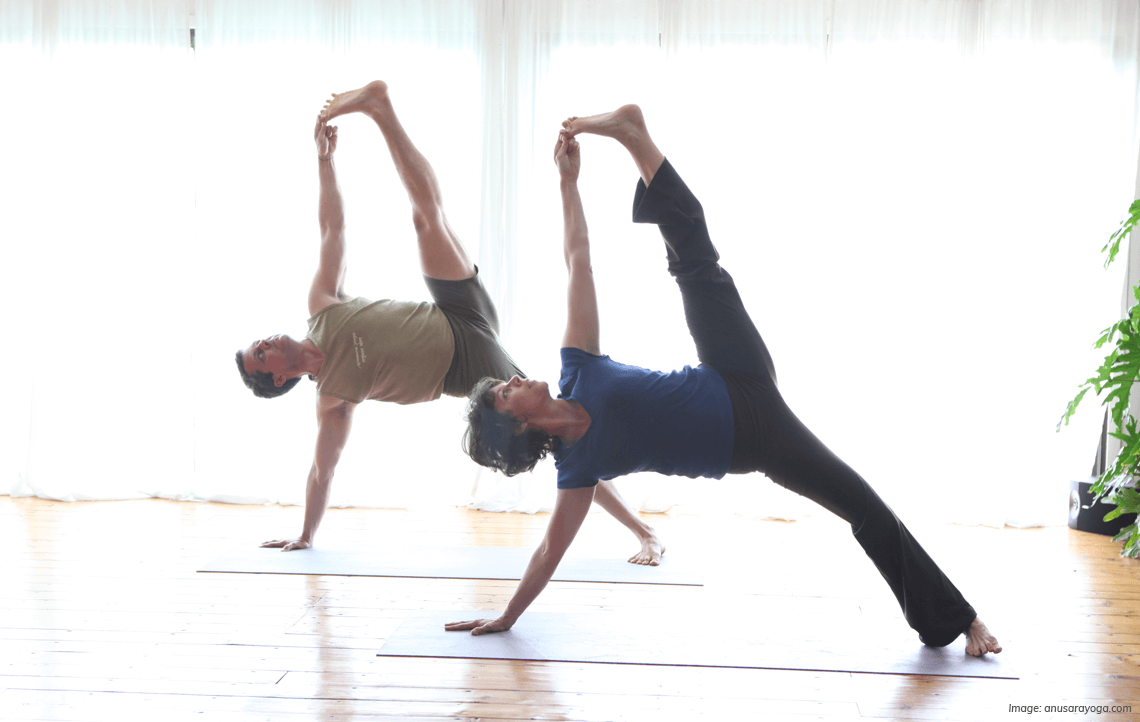 What Is Anusara Yoga A Beginners Guide Yogaclicks